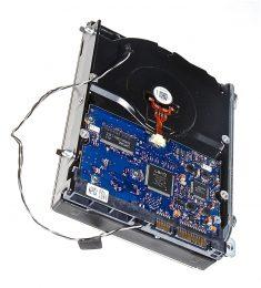 "Festplatte Hitachi 2TB HDS722020ALA330 655-1563C iMac 27"" Mid 2010 A1312-7293"